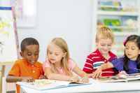 KindergartenStudentsReading